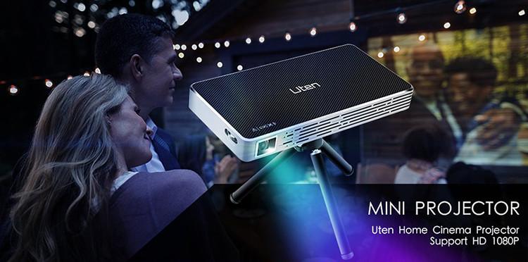 Mini Vidéoprojecteur Portable ,Uten Mini Wifi DLP Projecteur 150 Lumen,Max HD 1080P,Ajustement automatique des trapèzes,Home cinéma/Vidéo TV/ Jeux Connections pico projecteur en utilisation