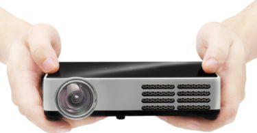 Projecteur Mini CB-300W 3D, 3000 Lumens, Supporte Résolution Native HD, contraste 10,000 : 1 et vie d'ampoule de 30,000 heures.