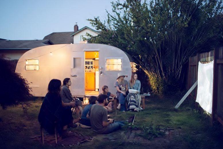 5 bonnes raisons d'acheter un pico projecteur pour l'été raison N°1 un projecteur nomade